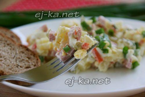 """Салат """"Оливье"""", рецепт классический с колбасой и солеными огурцами"""