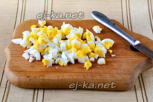 яйца вареные порубить