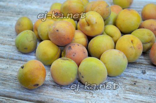 Горка абрикосов