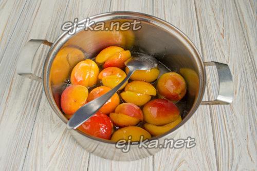 Варка абрикосов