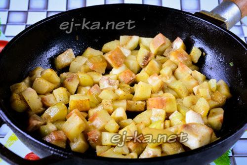 жарим баклажаны с добавлением растительного масла