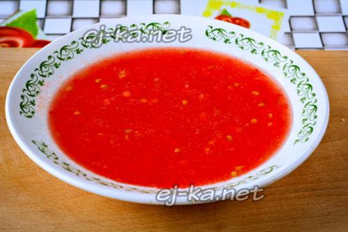 томаты перекручиваем на сок