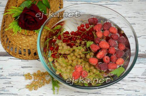 всю ягоду перебрать и помыть