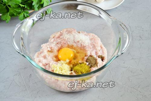 фарш, яйцо и специи