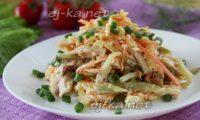 Салат Лисичка на тарелке