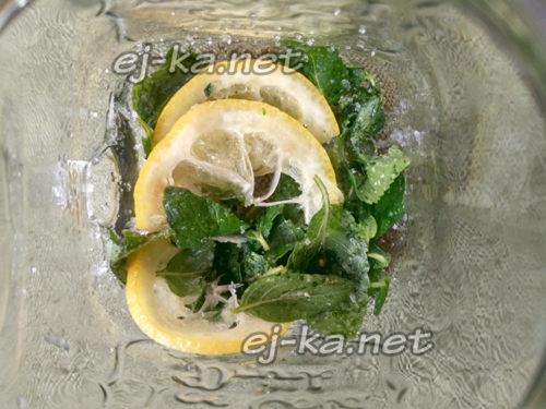 влить столовую ложку лимонного сока
