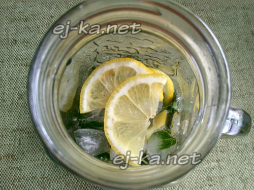 выложить оставшиеся дольки лимона