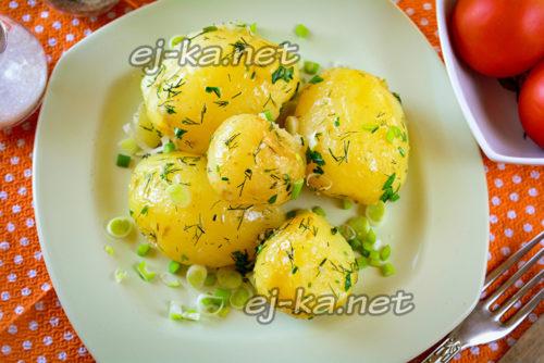 Картошечка с зеленью и маслом