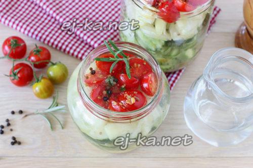 баночка с салатом и заправкой