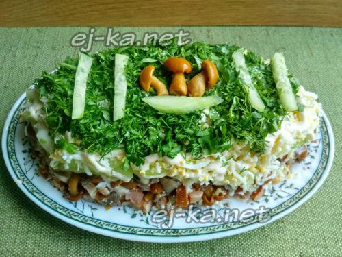зелень порубить и обсыпать салат