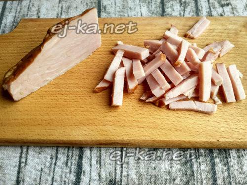 куриное филе запечь и нарезать брусочками