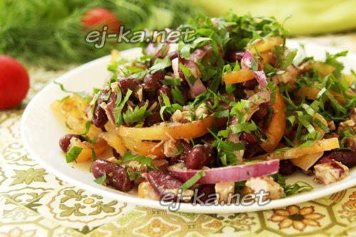 салат с красной фасолью и говядиной готов