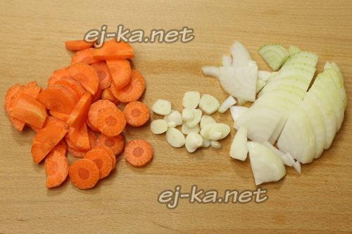 Нарезаем продукты на суп
