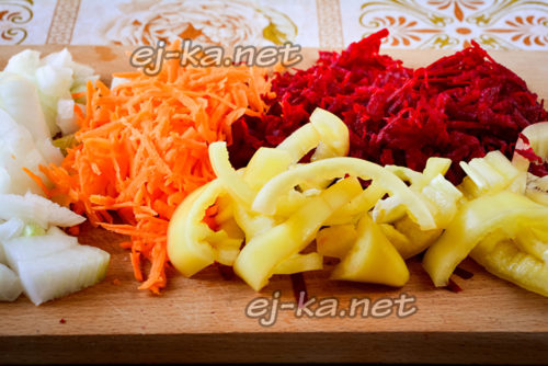 подготовка овощей на заправку