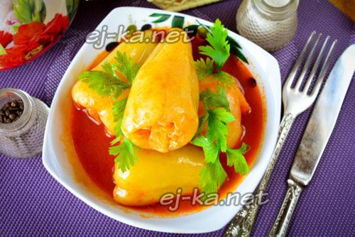 фаршированный перец овощами готов