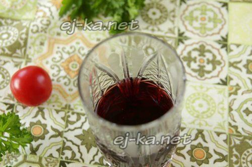 стакан вина с водой