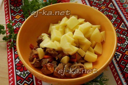 мясо с картошкой в миске
