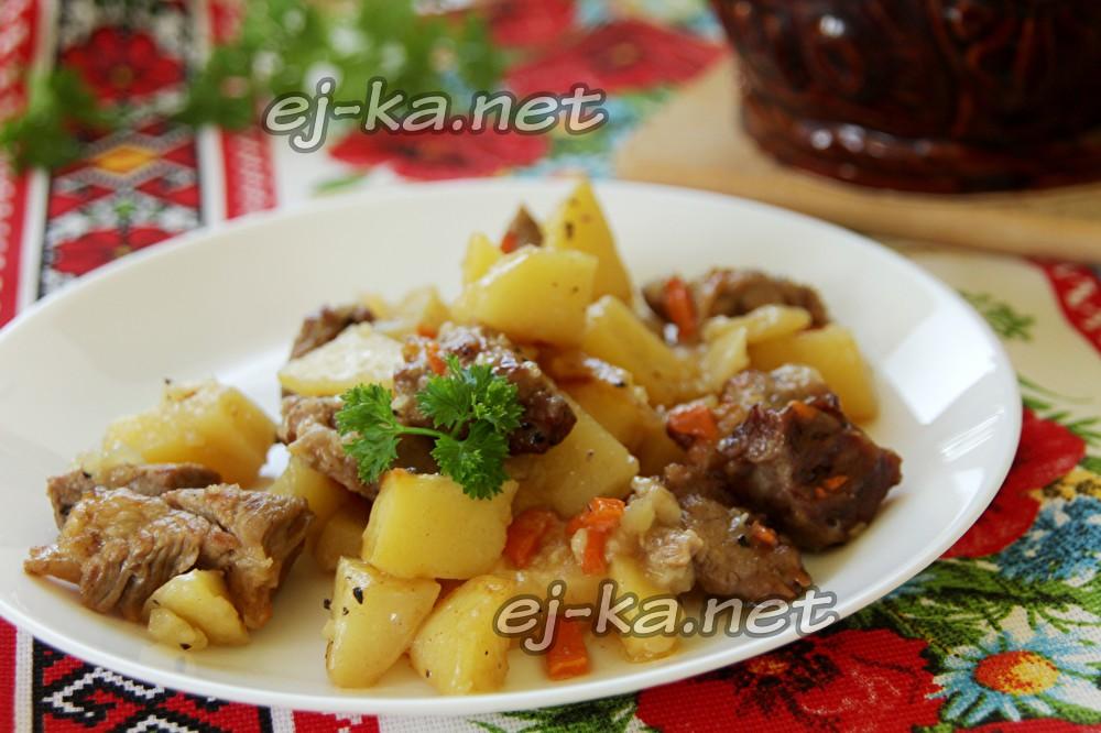 Говядина с картошкой в горшочках