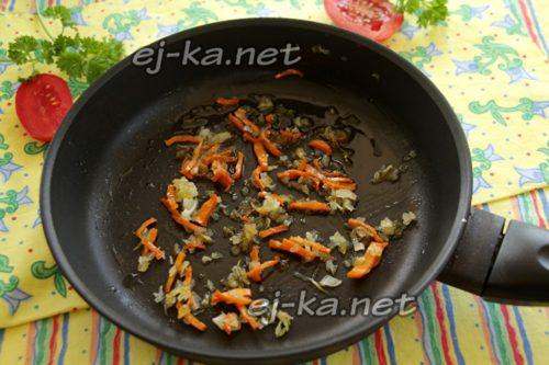 морковь и лук обжарить на растительном масле