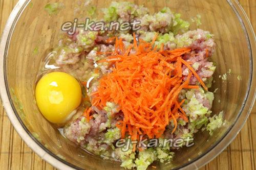 добавление к фаршу яйцо и морковь