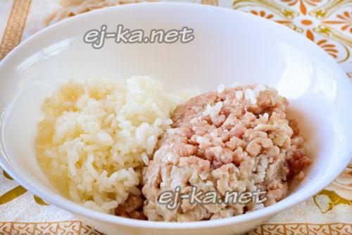 соединяем рис с фаршем