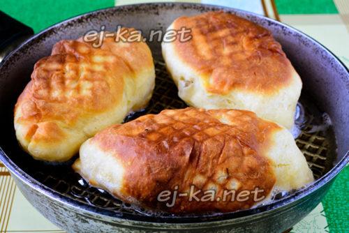 жарка пирожков на сковороде