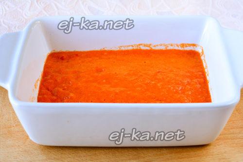 перелить соус в форму