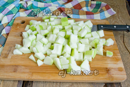 нарезать кабачки кубиками