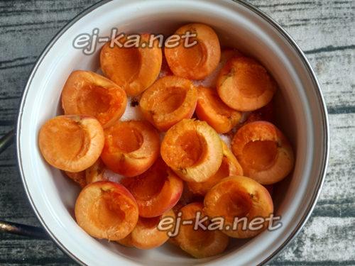 еще слой абрикосов