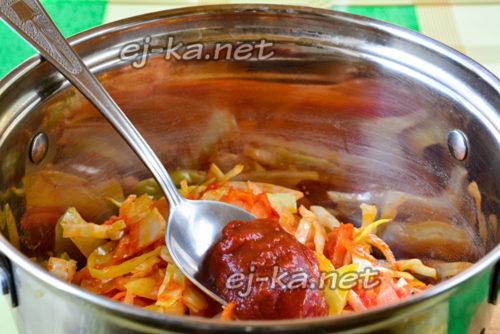 заправляем овощи томатной пастой