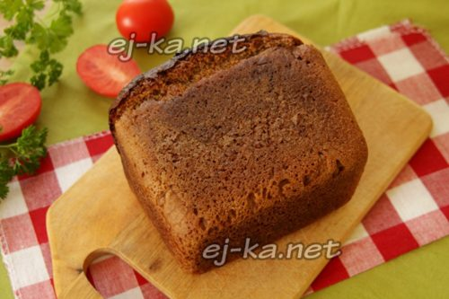 буханка черного хлеба