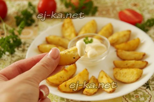 подача картошки с соусом