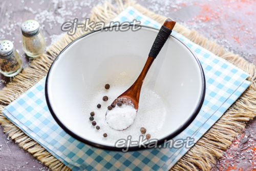 добавить перец горошком