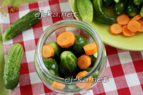 наполнить огурцами и морковью