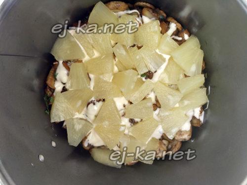 разложить ананасы в один слой