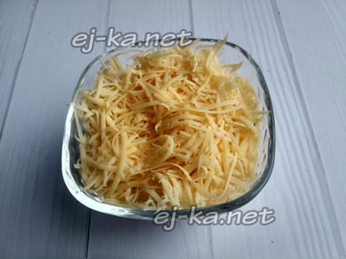 сыр натереть на мелкой тёрке