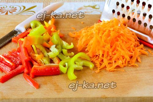 измельчаем перец и морковку