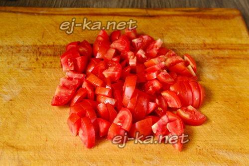 помидоры нарезать дольками