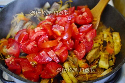 помидоры добавить к овощам в казан