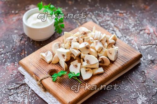 нарезать грибы произвольно