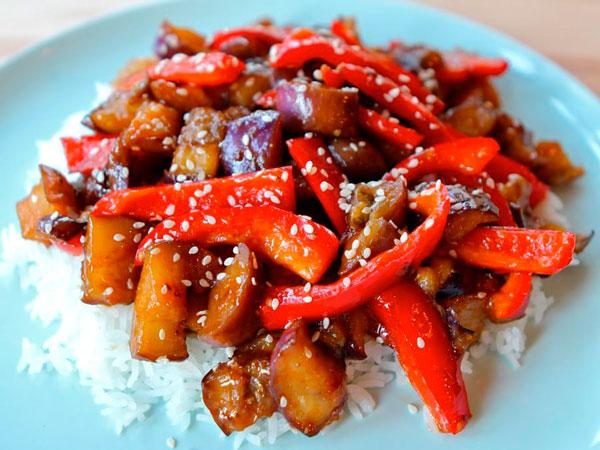 Рагу из жареных овощей с кисло-сладким соусом