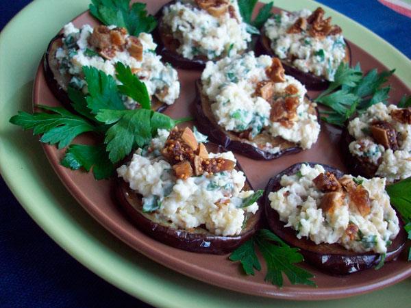 Баклажаны с инжиром и брынзой