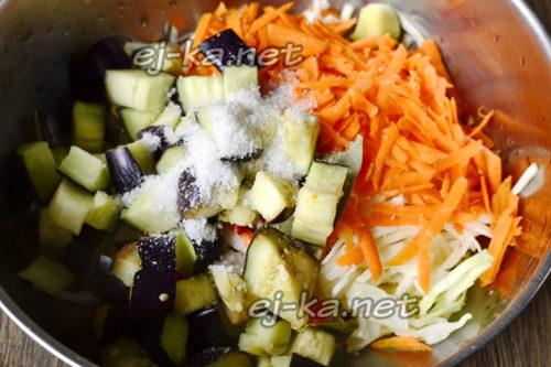 смешиваем все овощи