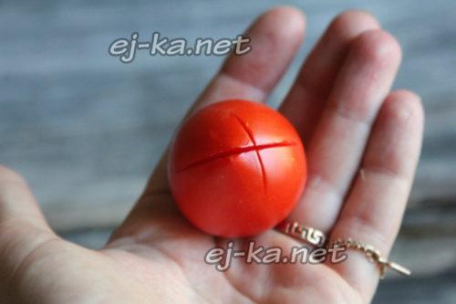 делаем надрезы на томатах