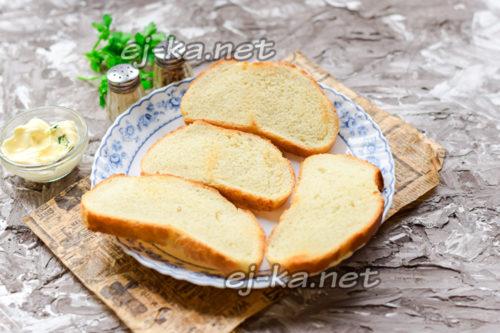 подготовить ломтики хлеба