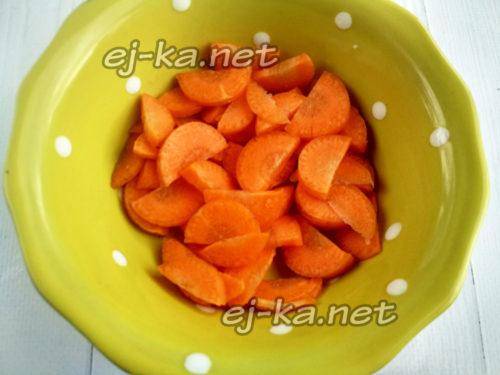 нарезать морковь кольцами