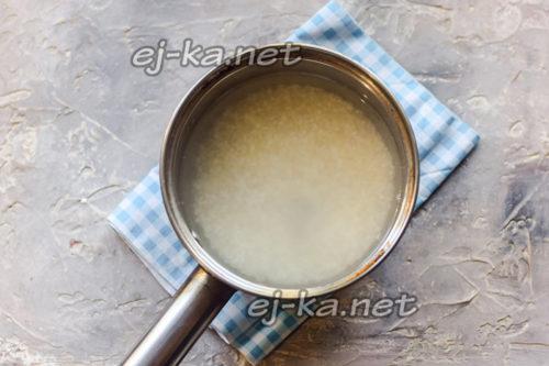 Поставить варить рис