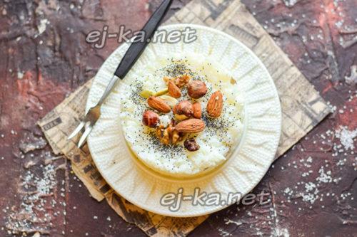 Рисовая каша на молоке с орехами