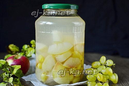 компот из яблок и винограда готов