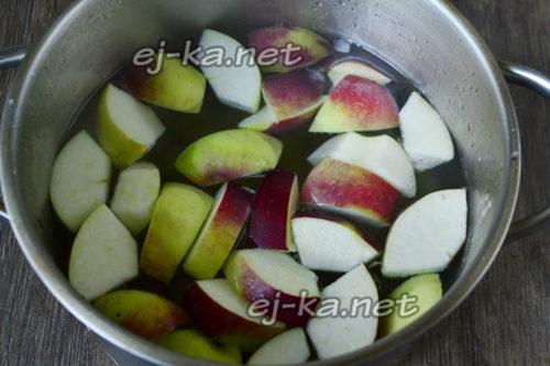 залить фрукты водой